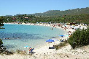 der Strand von Cala Sassari