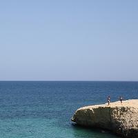 Der Strand von Scogliolungo und der felsige Meeresboden in Porto Torres