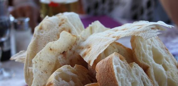 leggende della Sardegna: maneggiare il cibo